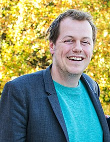 Tomparkerbowles (cropped) (cropped).jpg