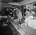 Trainers en officials bij de Deense kampioenschappen in de zwemhal van Frederiks, Bestanddeelnr 252-9252.jpg