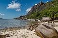 Traumhafte Kulisse auf La Digue, Seychellen (25745814908).jpg