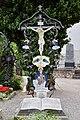 Traunkirchen - Pfarrkirche Krönung Mariens - Friedhof - Priestergrab.jpg