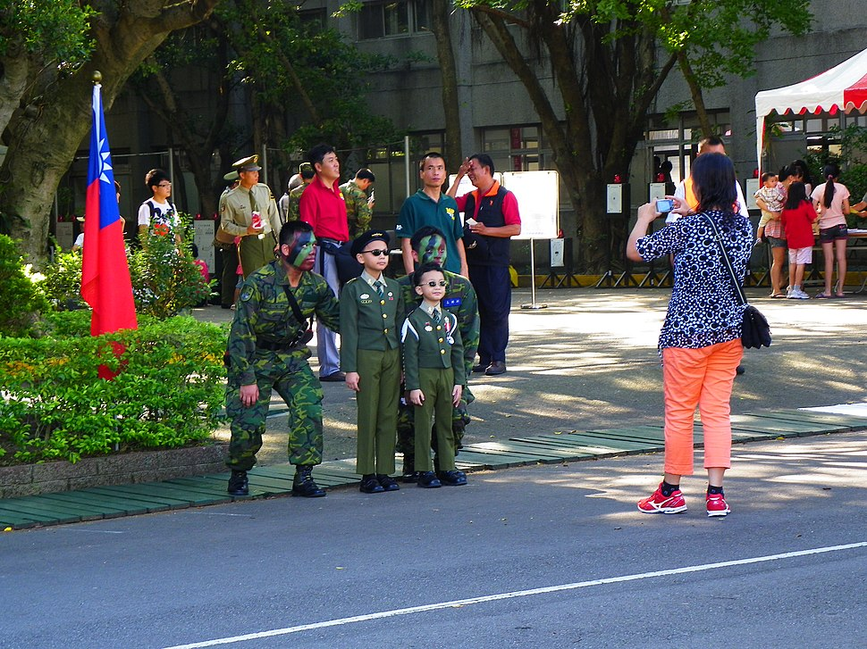Two Children Photoing with ROCMP Armor Battalion Soldiers by Mother 20120908