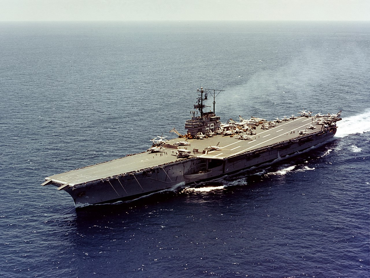 https://upload.wikimedia.org/wikipedia/commons/thumb/6/6c/USS_Forrestal_%28CVA-59%29_underway_at_sea_on_31_May_1962_%28KN-4507%29.jpg/1280px-USS_Forrestal_%28CVA-59%29_underway_at_sea_on_31_May_1962_%28KN-4507%29.jpg