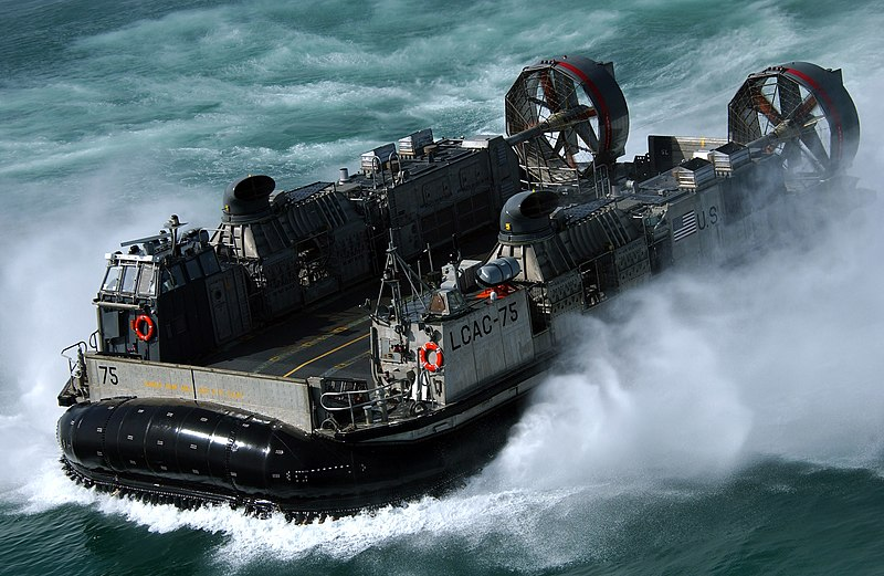 File:US Navy 050305-N-6932B-347 A Landing Craft Air Cushion (LCAC) assigned to Assault Craft Unit Five (ACU-5), quickly makes its transit to Kuwait Naval Base (KNB).jpg