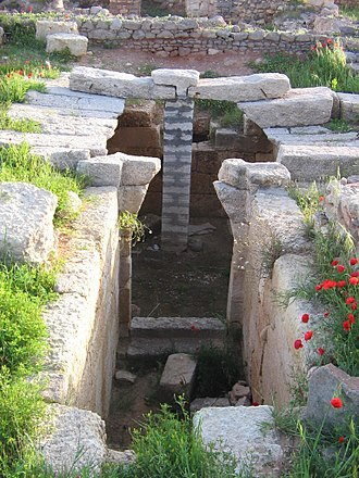 Ugarit - A tomb in the Royal palace's courtyard