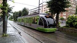 Una unidad del Tranvía de Bilbao en la Estación de Sabino Arana en dirección a Atxuri.jpg