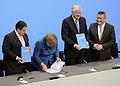 Unterzeichnung des Koalitionsvertrages der 18. Wahlperiode des Bundestages (Martin Rulsch) 118.jpg