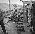 Verkeersongeval op spoorwegovergang bij Sloterdijk, de auto na de aanrijding, Bestanddeelnr 916-5650.jpg