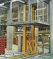 Vertikalförderer mit Rollenbahn zur Überbrückung einer Ebene.jpg