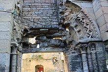 Vestiges arc petit portail chapelle Saint Christine de Reviers.jpg