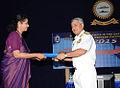 Vice Admiral Satish Soni handing over a memento to Dr. Shankari Sundararaman.jpg