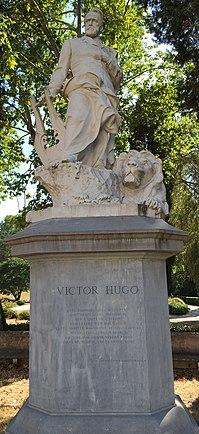 Estatua de Victor Hugo en Roma, Italia.