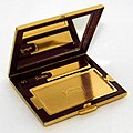 Vintage Stratton Women's Powder Compact, Measures 2.75 Inches Wide, Made In England (39074930075).jpg