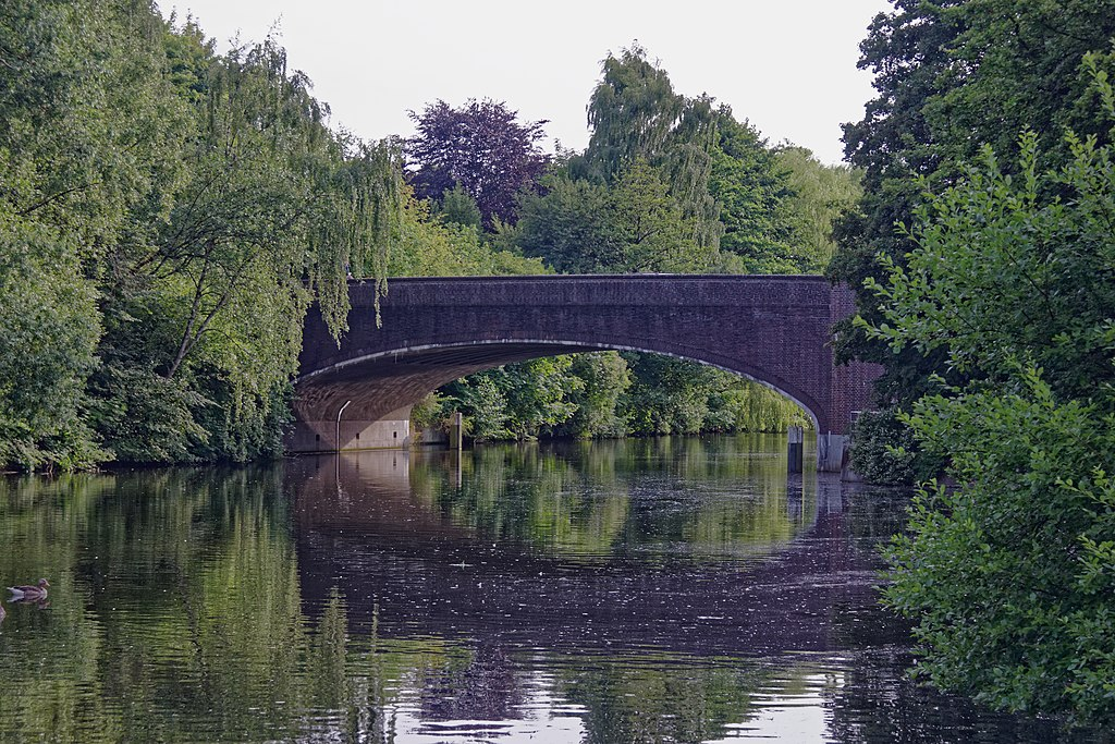 Puente Von-Essen-Straßenbrücke, Hamburgo (Alemania).
