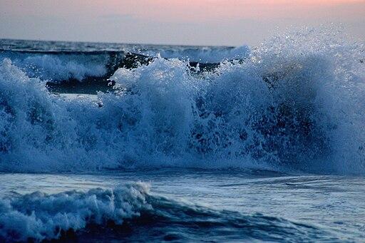 Wave Acapulco Breaking
