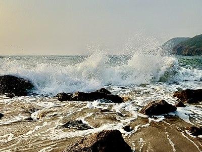 Waves in Bay of Bengal at Yarada beach (December 2018) 2.jpg