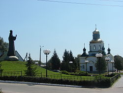 Wikiexpedition-makariv-st-DR-church-and-monument.jpg