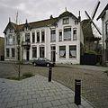 Wit gepleisterde woningen voorzien van sierspanten en decoraties in schoon metselwerk - Santpoort - 20406798 - RCE.jpg