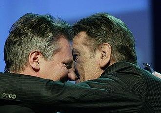 Poland–Ukraine relations - Victor Yushchenko (R), President of Ukraine, kisses Aleksander Kwaśniewski, President of Poland, Davos 2005