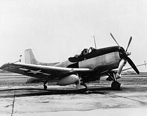 O nascimento do poder dos Porta Aviões 300px-XBTK-1_with_drop_tank_1945