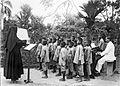Zangles aan kinderen uit kinderhuis 'Rajpur' van de Rooms-Katholi... - Collectie stichting Nationaal Museum van Wereldculturen - TM-60036202.jpg