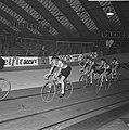 Zesdaagse wielrennen RAI Amsterdam, tweede dag. Links Peter Post, Bestanddeelnr 923-0706.jpg