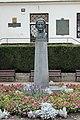 Znojmo, Divišovo náměstí, pomník Prokopa Diviše (2).jpg