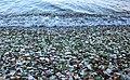 Бухте Стеклянная во Владивостоке усыпана кусочками битого стекла.jpg