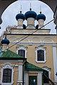 Вид храма из арки колокольни в селе Никола-Рожок.jpg
