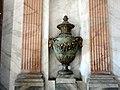 Дворец Кусково ваза.jpg