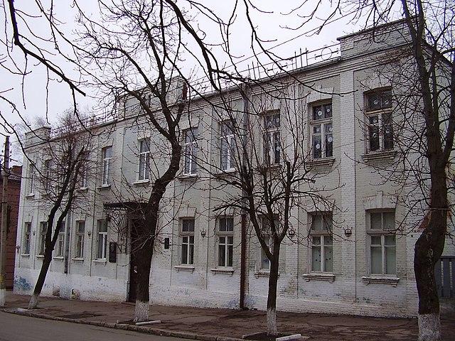 Здание бывшей елисаветградской частной гимназии, где учился Арсений Тарковский