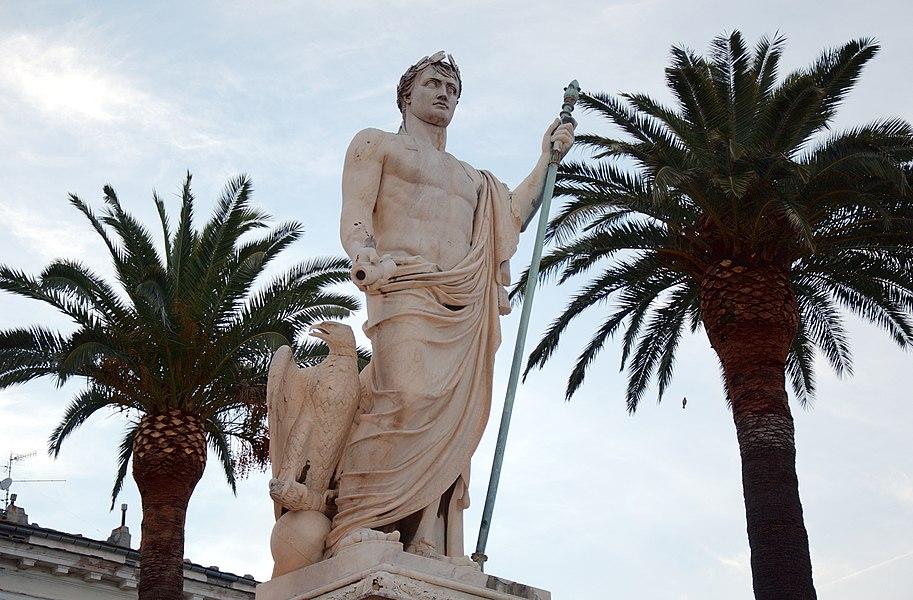 Памятник на площади Святого Николая в Бастии.