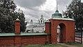 Ограда с воротами, вид со стороны церкви.jpg