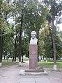 Скульптурный бюст В.Г. Чумака в Ичне.jpg