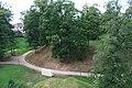 Цесис (Латвия) Дорожка в парке у стен замка - panoramio.jpg