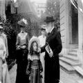 מכס נורדאו ובתו בפני בנין הקונגרס הציוני בבאזל ( ת. מ. 1899) .-PHG-1011356.png