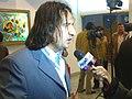 المخرج العراقي صفاء عيدي اثناء تكريمه في مهرجان المسرح العربي.jpg