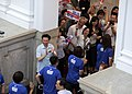 08.31 選手、教練及隊職員們步出總統府,沿途接受府內員工熱烈的歡迎 (36102168414).jpg