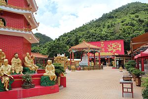Ten Thousand Buddhas Monastery - Base of the pagoda (left) and the Main Plaza
