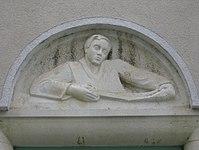 1100 Laxenburger Straße 203-217 Stg. 24 - Natursteinrelief Schneider von Margarete Bistron-Lausch IMG 7440.jpg