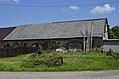 11 Aisėnų dvaras - žolėje užvirtęs šulinys, spėjamos arklidės.jpg
