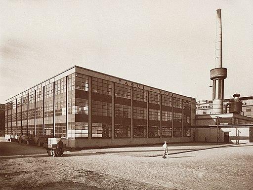 1911-1914 durch die Architekten Walter Gropius und Adolf Meyer erbautes Fagus-Werk in Alfeld Leine, Fotograf Edmund Lill, Provenienz Landesmuseum Oldenburg