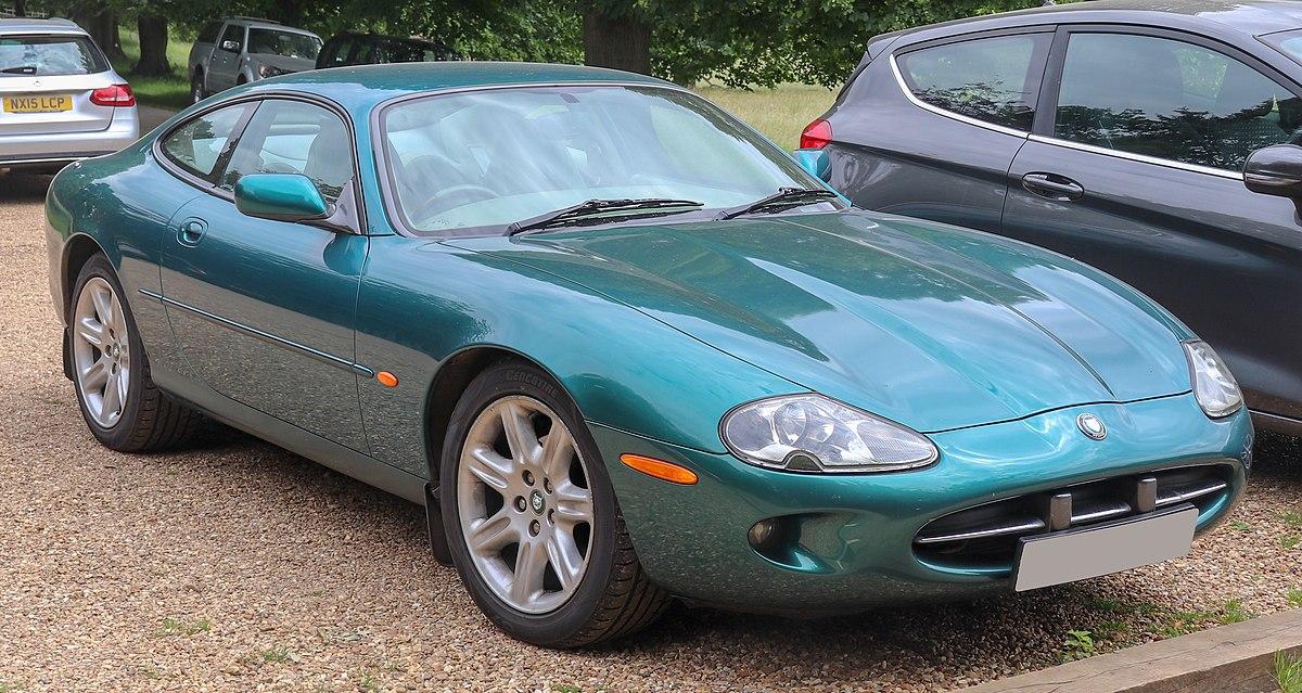1997 Jaguar XK8 Coupe Automatic 4.0 Front.jpg