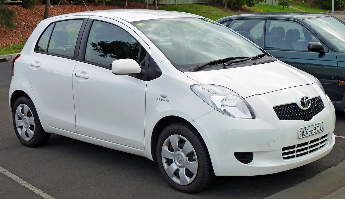 2005-2008 Toyota Yaris (NCP91R) YRS 5-door hatchback 02.jpg