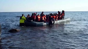 File:20151213 Syrians refugees from Turkey plastic boat airport area of Lesvos Greece.ogv
