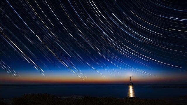 Langzeitbelichtung des Sternenhimmels image source