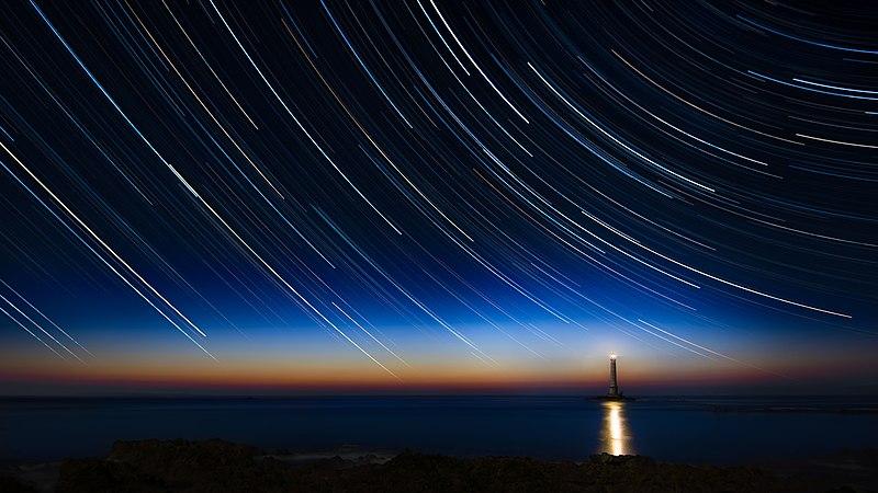 File:2017-04 Circumpolar trails sunset at La Hague lighthouse.jpg