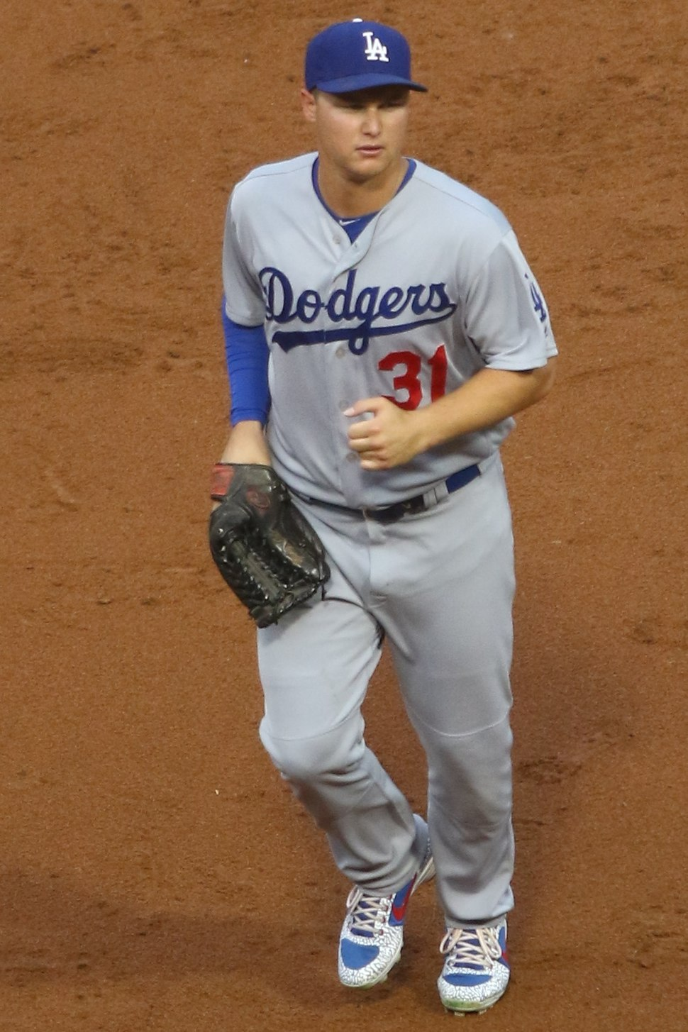 20170718 Dodgers-WhiteSox Joc Pederson leaving the field