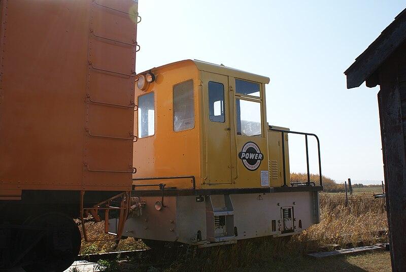 由柴油和電力發動的混合式火車頭;攝影:SriMesh;圖片來源:維基百科