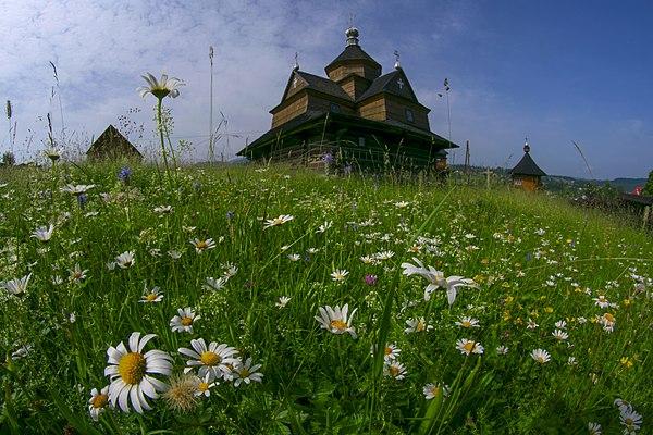 Церква Різдва Пресвятої Богородиці (дер.), смт Ворохта. © Сергій Криниця, ліцензія CC-BY-SA-4.0