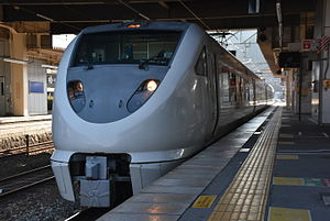 289 series - A 4-car 289 series set on a Kounotori service in January 2016